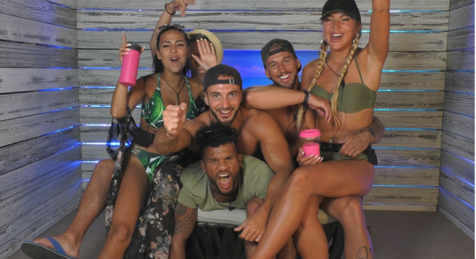 Love island pic png.png